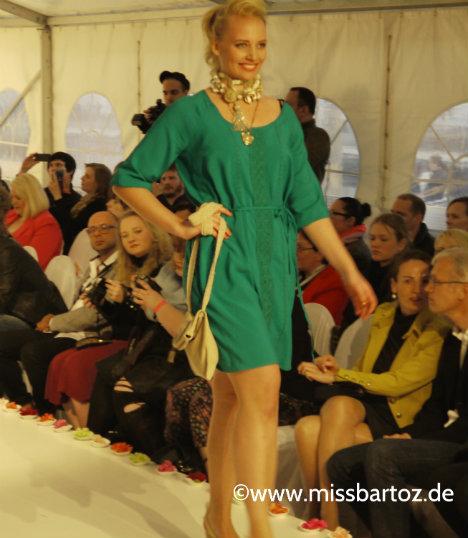 maite-kelly-gruenes-kleid