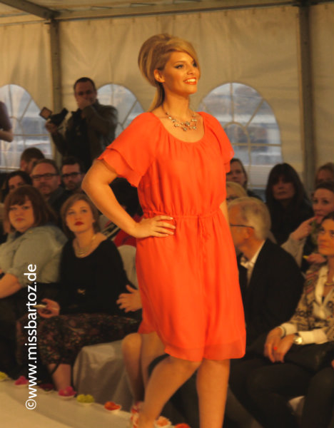 maite-kelly-orangenes-kleid