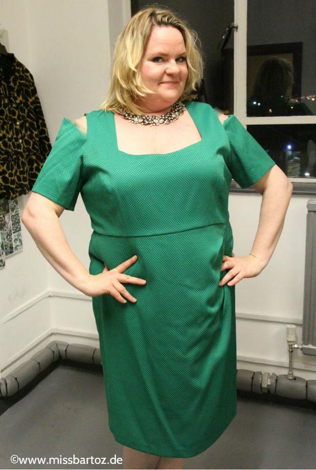 Anna-Scholz-gruenes-kleid-plus-size