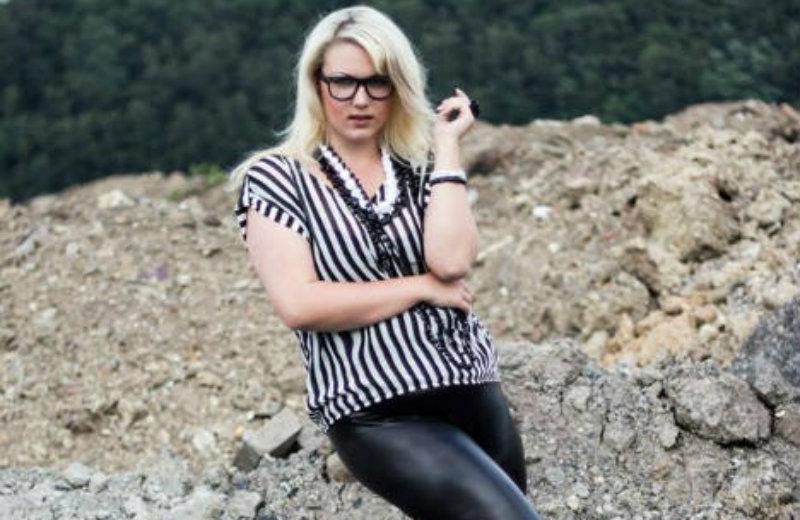 Nelly Black fickt im Porno Deutsch alten Sack